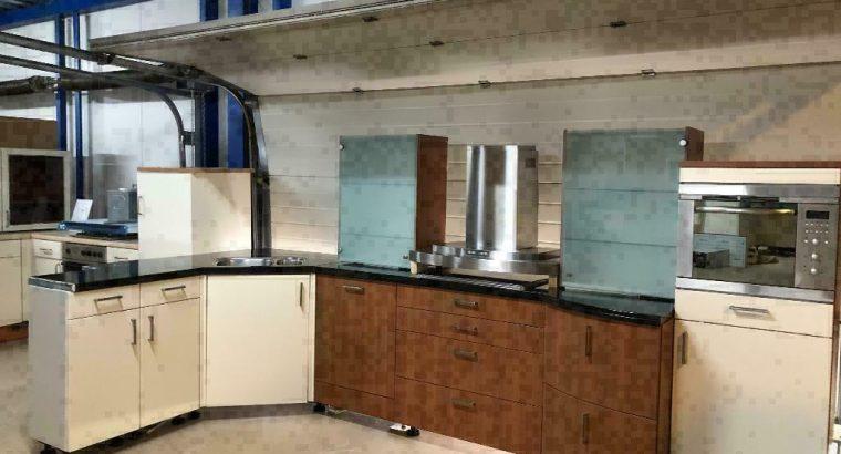 100 GEDEMONTEERDE keukens VANAF €499 KOM GEZELLIG LANGS!!