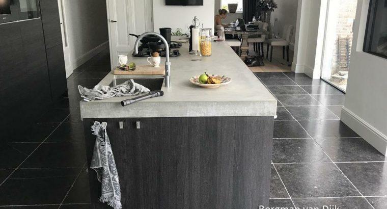 Belgisch hardsteen / Arduin keukenvloeren / blauwsteen