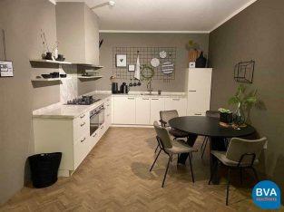 Online veiling: Häcker showroomkeuken Systemat Beaux-art