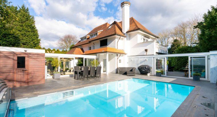 Indrukwekkende- , zeer ruime- en goed onderhouden villa Backershagenlaan 62