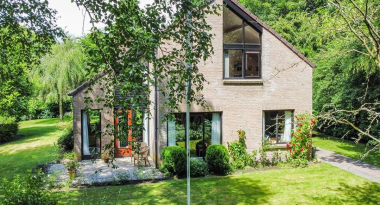 Fraai gelegen villa in Groningen-Zuid; Elsschotlaan 34