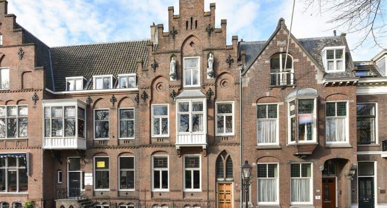 imposant herenhuis met diepe tuin gelegen aan de Maliebaan in Utrecht-Oost