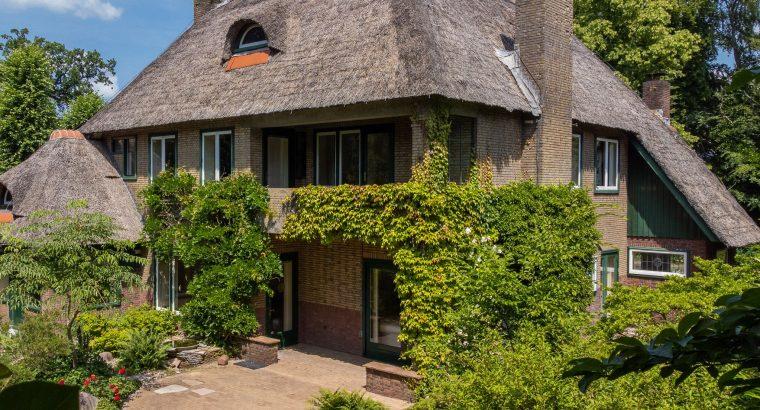 Een parel in het dorpscentrum, Villa Lindenhof aan de Julianalaan