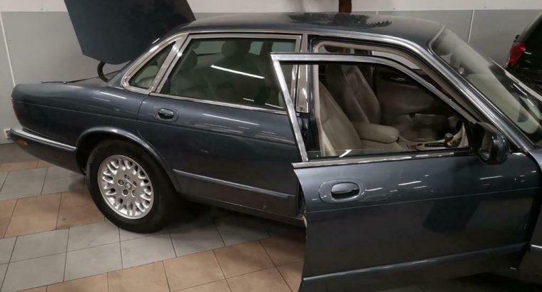 Jaguar XJ 3.2 Executive V8 2000 Grijs