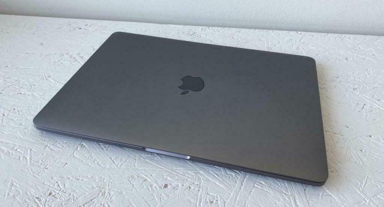 MacBook Pro 13 Inch 2020 (Nieuw in Doos / Met Garantie)