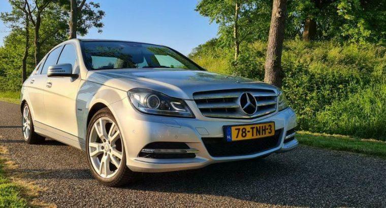Mercedes C250 benzine Avantgarde zeer luxe uitvoering!